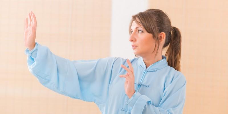 Frau bei einer Übung
