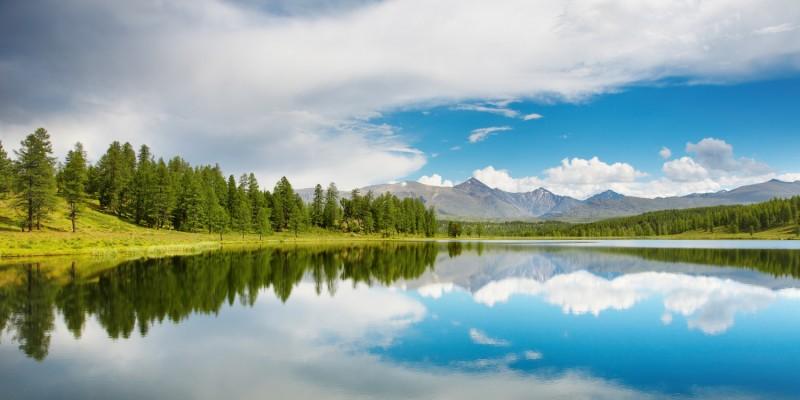 Blauer Bergsee