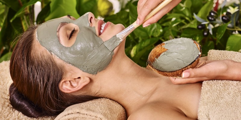 Gesichtsmaske mit Tonerde
